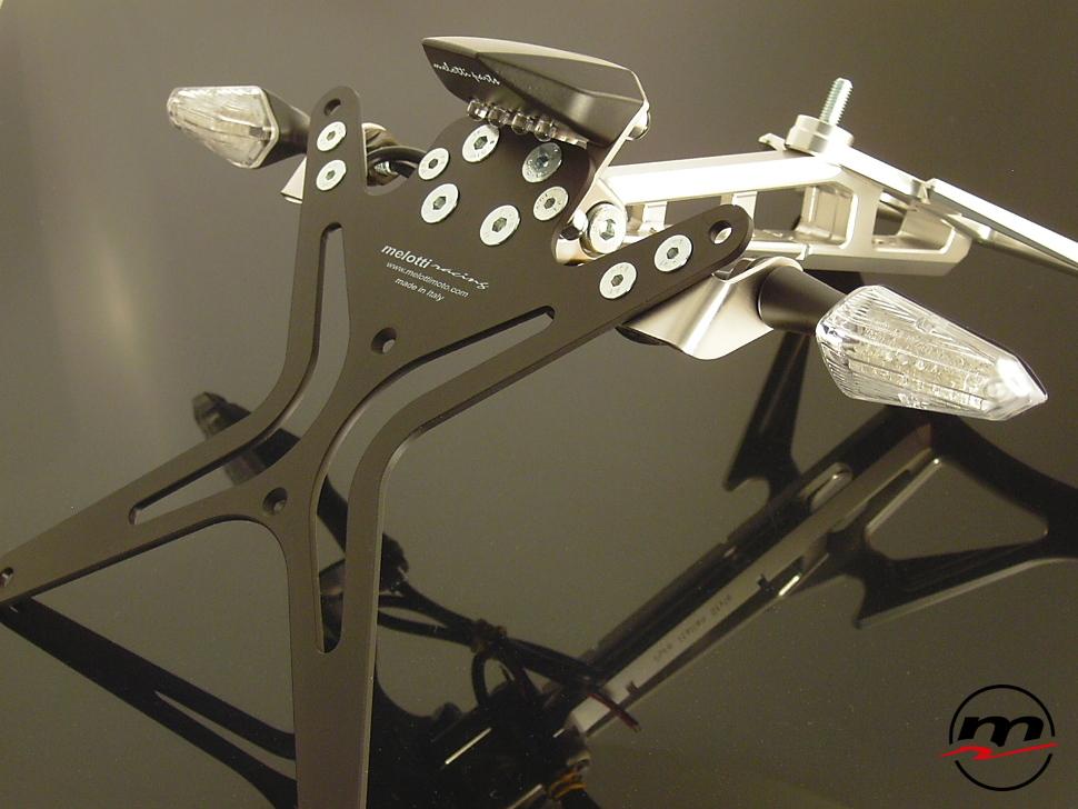 Portatarga Melotti Racing per MV AGUSTA F4 2010-12 con luce targa e frecce